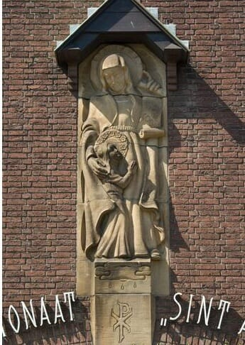 Beeld ingang Pensionaat St. Anna, Oudenbosch, collectie www.krogtweb.nl, fotograaf onbekend