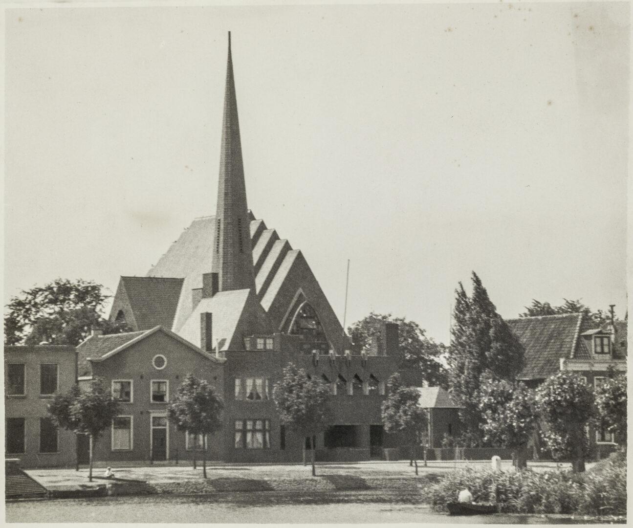 Gereformeerde kerk en pastorie, Weesp, ca. 1950