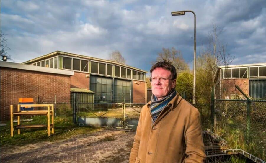 Rene-Vossebeld-van-het-Cuypersgenootschap-voor-het-militair-complex-in-Twekkelo.-Foto-Reinier-van-Willigen.
